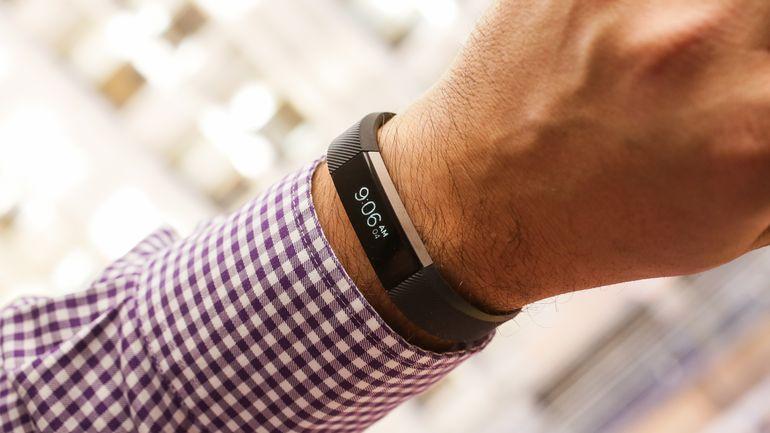 fitbit-alta-smartwatch-on-hand